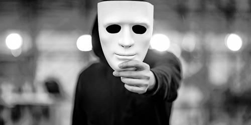 Internet-Betrug mit Fake Identitäten und wie Detektive oft helfen können